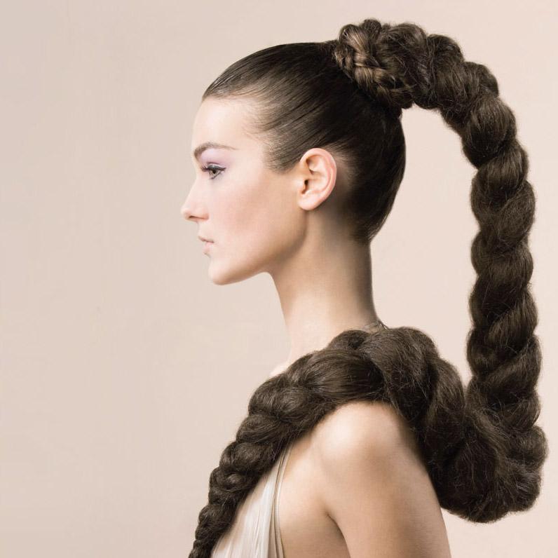 Прическа на густые длинные волосы