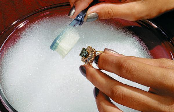 Как почистить ювелирные изделия в домашних условиях