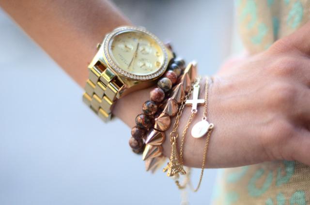 Как носить часы с браслетом на одной руке