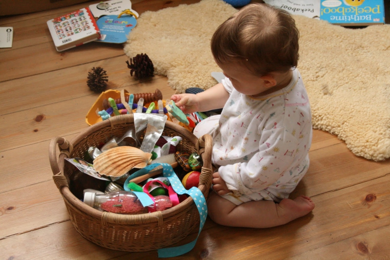 Картинки по запросу Ленточка и любые изделия, которые ребенок может на нее нанизывать