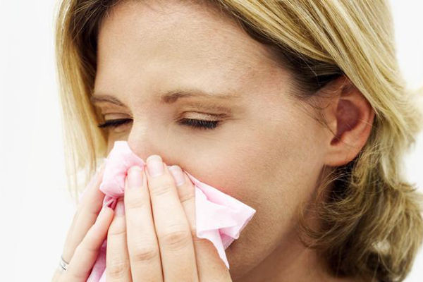 Почему из носа идет кровь при сморкании