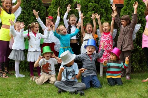 Детский праздник на улице igry_na_svejem_vozduhe Отдыхаем с детьми на свежем воздухе.